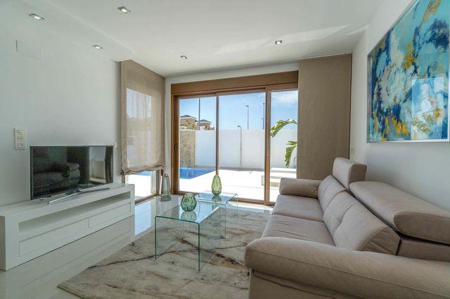 025-Villa-Beach