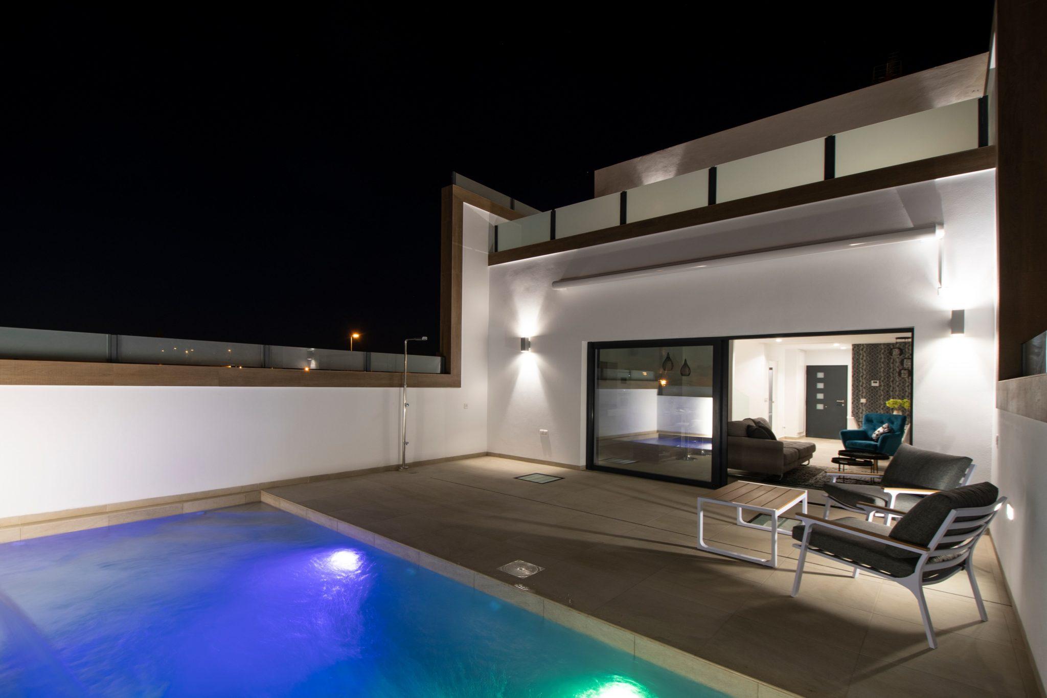 Maison neuve avec une grande baie vitré -