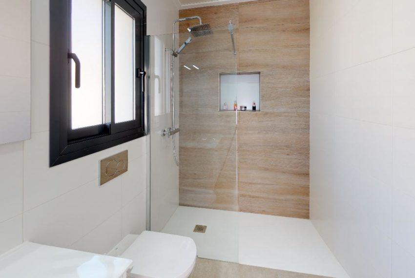 Villa-en-La-Herrada-Bathroom